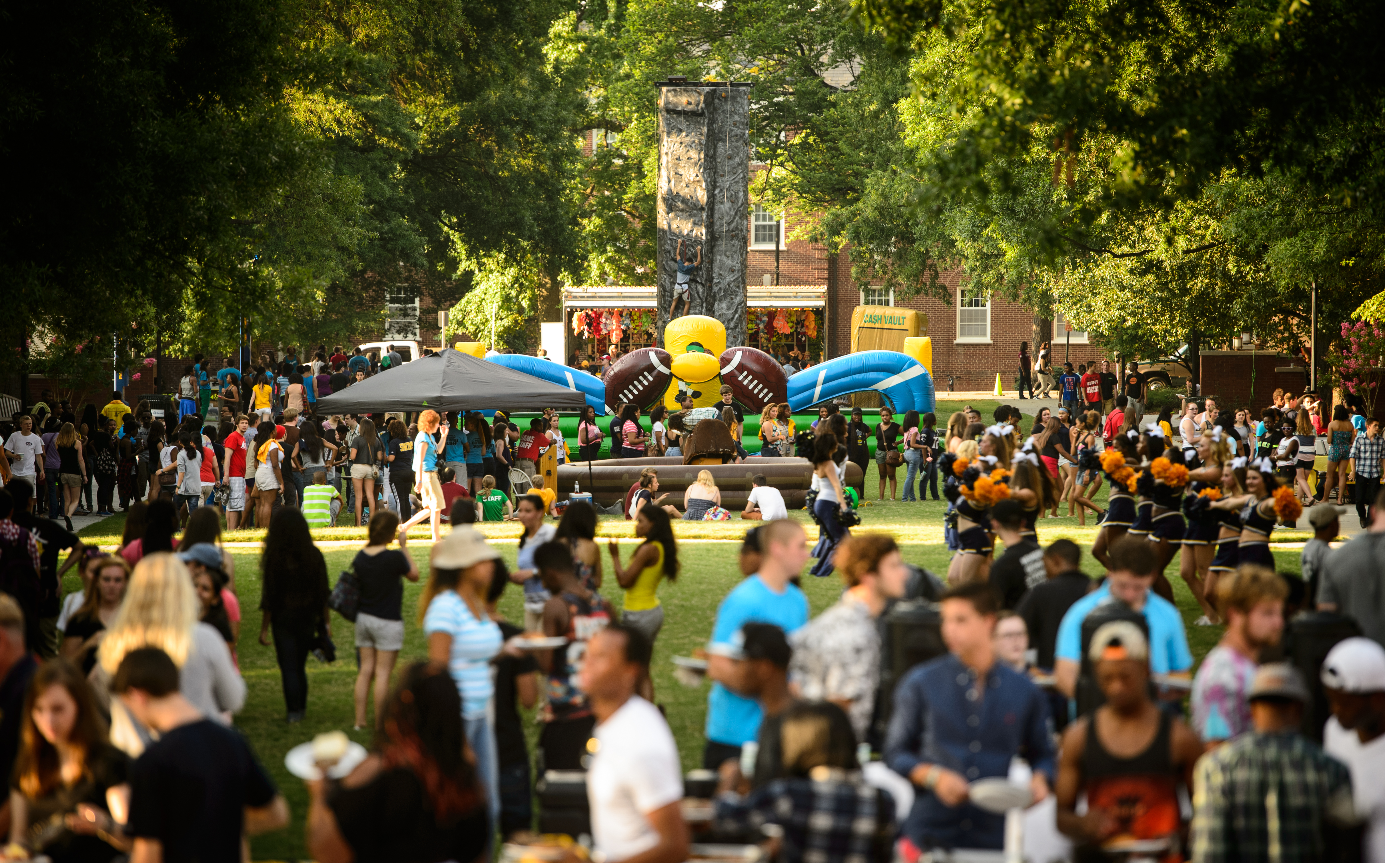 UNCG students enjoy the Housing and Residence Life Carnival
