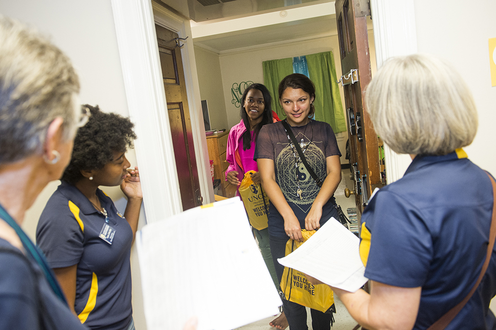 Residents in Weil/Winfield greeted by faculty and staff during House Calls
